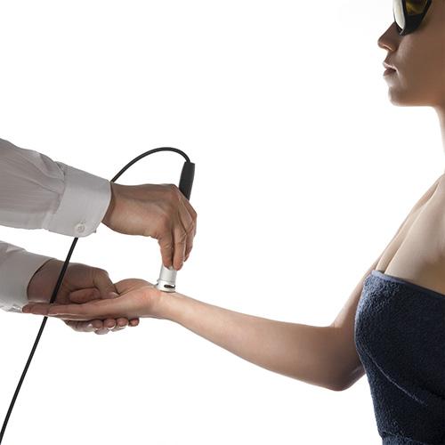 urządzenie do laseroterapii wysokoenergetycznej zabieg